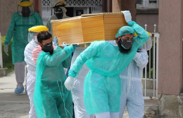 Pakistan records 146 more death, 4,696 more people infected across country