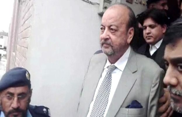 NAB failed to arrest Agha Siraj Durrani due to strong resistance by guards and protests by supporters