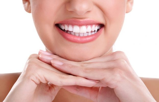 7 Simple Ways to Naturally Whiten Your Teeth at Home