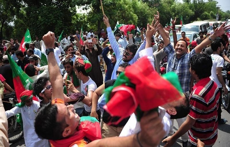 pakistan pti supporters demonstrate - 800×480