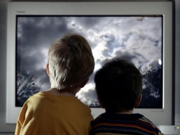 Doctors continue to link screen time to poor health in children