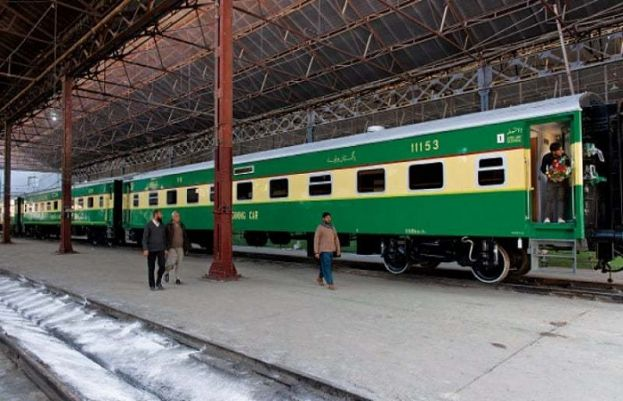Sir Syed Express collides with tractor-trolley near Khanpur
