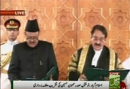 Mamnoon Hussain takes oath as Twelfth President