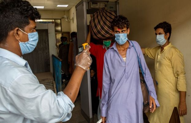 Corona claims 102 more lives, 4,004 fresh infections reported in pakistan