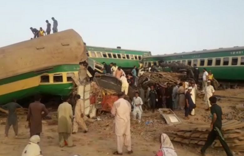 Ten Killed As Akbar Express Hits Freight Train in Rahim Yar Khan