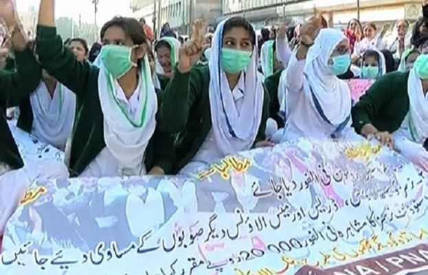 The protest of nurses outside press club in Karachi