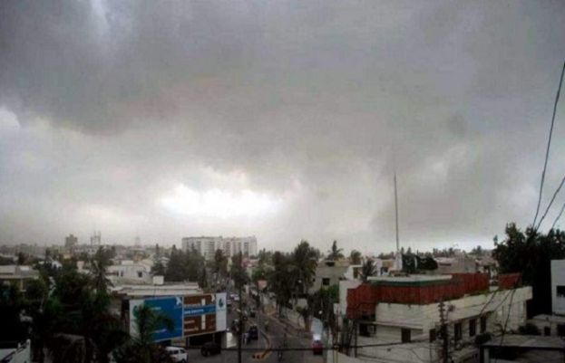 PMD forecasts drizzling winds in Karachi today