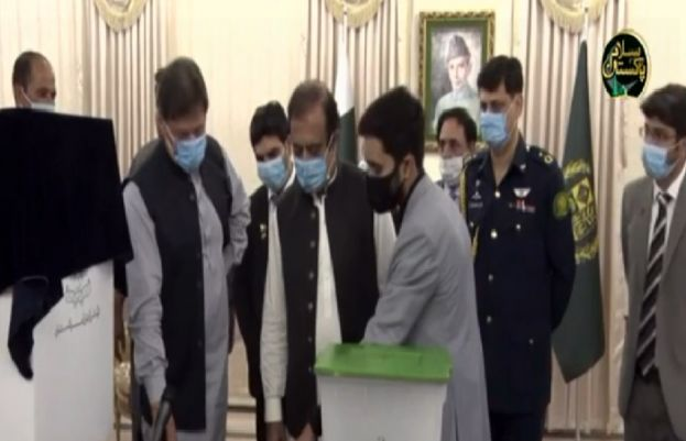 PM Imran Khantests Electronic voting Machine