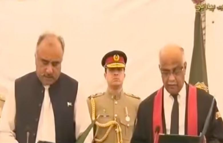 Shah Farman takes oath as 32nd Governor KPK