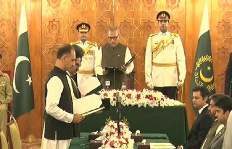 President Arif Alvi administered the oath to the three federal and three state ministers
