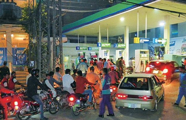 Court directs petrol pumps to not sell fuel to bikers without helmets