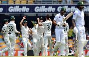 Australia strike in bursts to dismiss Pakistan for 240 on Day 1 of first Test