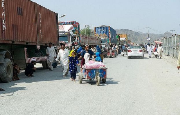 Pakistan reopens border with Afghanistan to allow food and essential goods