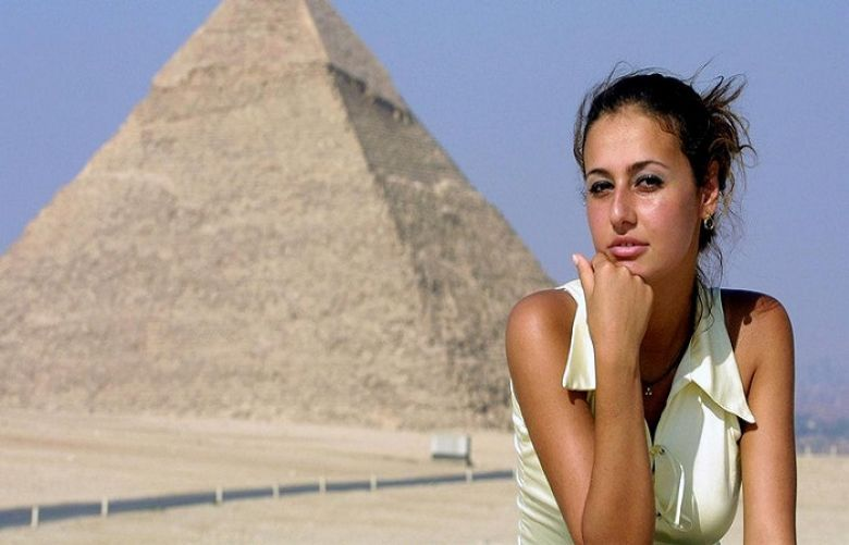 Hala Shiha poses in front of the Giza pyramids on 26 June 2001.