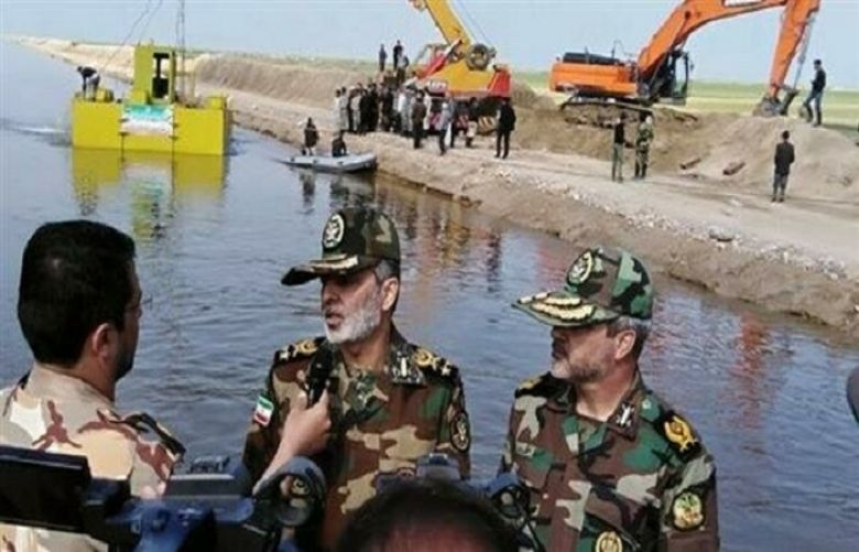 Iran Army deploys heavy-duty dredger to flood-hit province