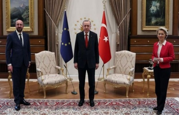 EU commission head taken aback as Erdogan and her colleague snap up chairs