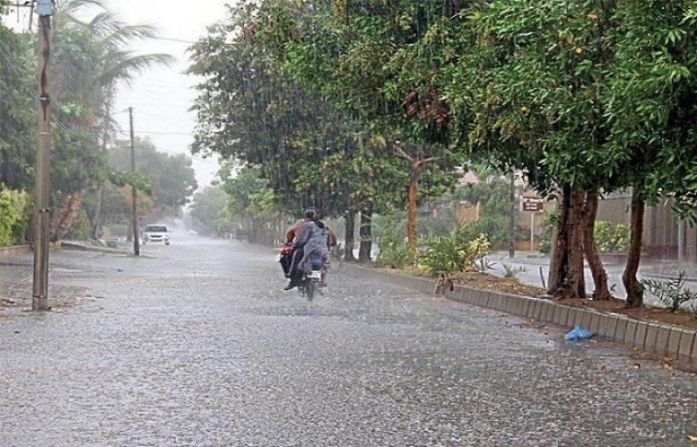 Drizzle in Various Parts of Karachi, Weather Turns Pleasant