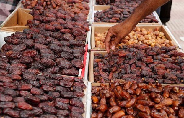 Saudi Arabia gifts Pakistan 100 tonnes of dates