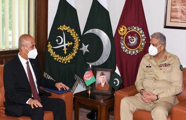 Afghan Ambassador to Pakistan Najibullah Ali Khil (left) and Chief of Army Staff (COAS) General Qamar Javed Bajwa