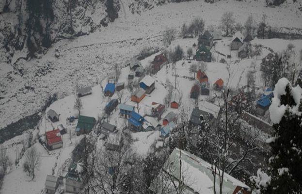 Heavy snowfall in AJK