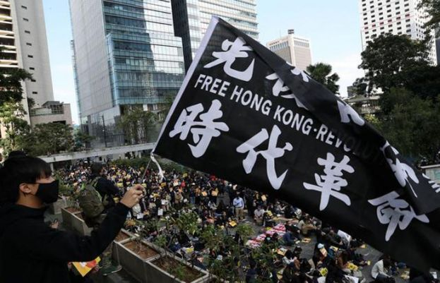 Hong Kong office workers begin week of lunchtime protests