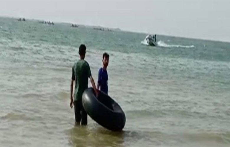 10 picnickers from Karachi die as boat capsizes in Keenjhar lake