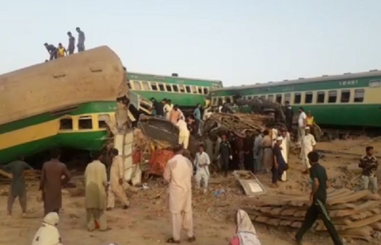 21 killed, dozens injured as two trains collide in Sadiqabad