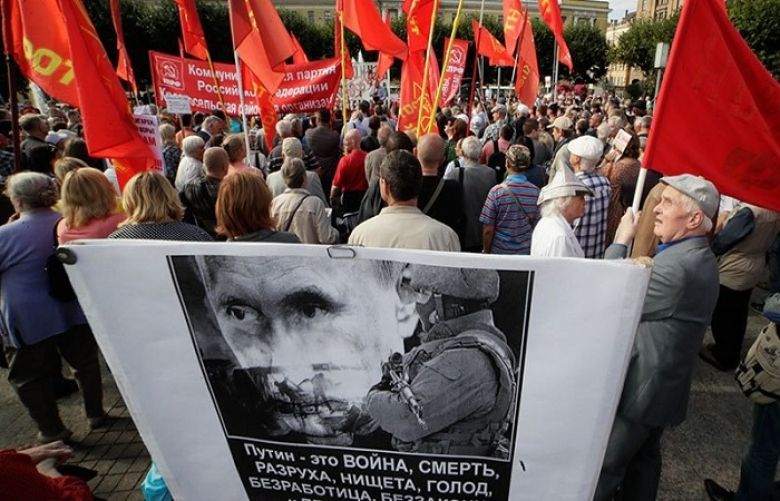 Russia pension protests: Fresh anti-reform rallies held