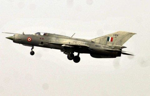 Indian MiG 21 fighter jet crashes in Rajasthan
