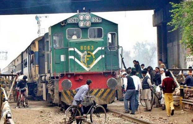 Ninteen dead, multiple injured as passenger train collides with bus near Rohri