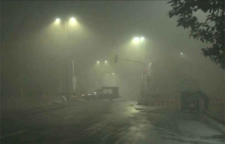 Dense fog in Punjab for third day in a row, affecting traffic on motorway