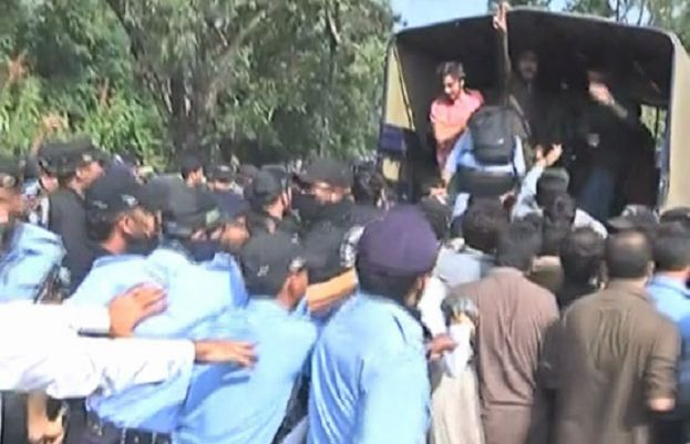 Police detain 41 protesting students in crackdown at QAU