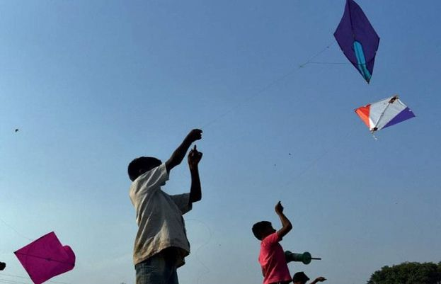 Police arrest 52 kite flyers in Lahore