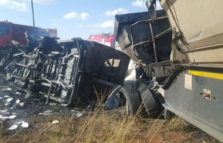 South Africa bus crash 'kills at least 19 children'