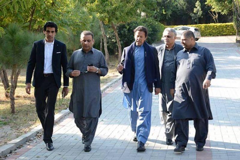 Imran Khan039s Political Secretary Gets Cell Phones Cash Stolen