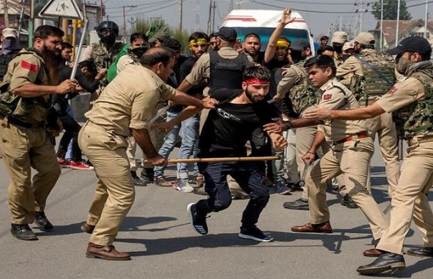 India bans Muharram congregations, attacks mourners in occupied Kashmir