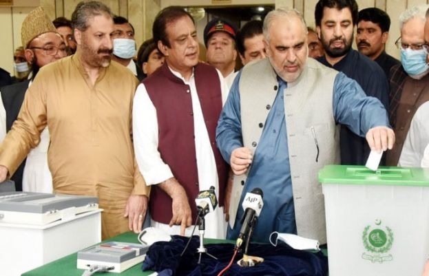Electronic voting machines can't be hacked, says Shibli Faraz during demonstration