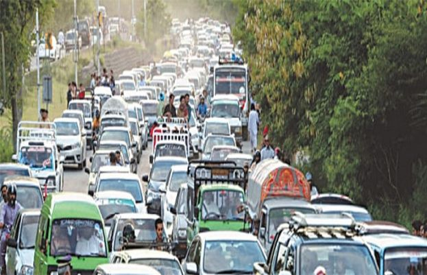 Eid 2nd Day: tourists throng murree to enjoy last holiday