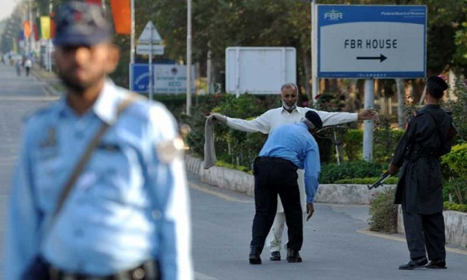 street crime in pakistan and to curb Islamabad police have decided to create halting points to control crime in the city with focus to curb car snatching, street crime and theft incidents.