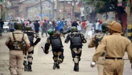 Thousands arrested in occupied Kashmir as curfew continues for 15th day
