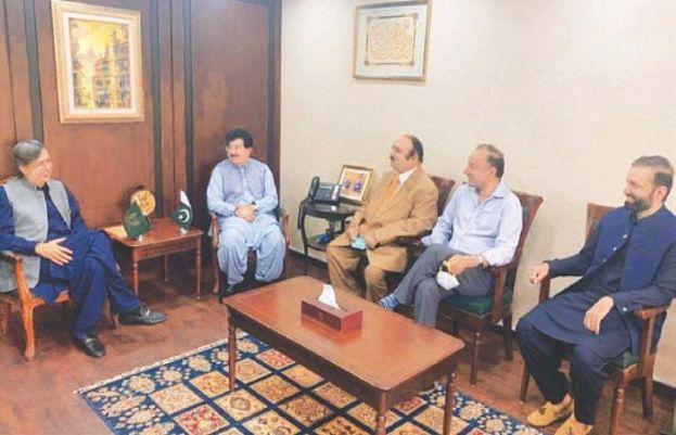 پاکستان مسلم لیگ (ن) کے سینیٹرز کی سینیٹ کے چیئرمین صادق سنجرانی سے ملاقات