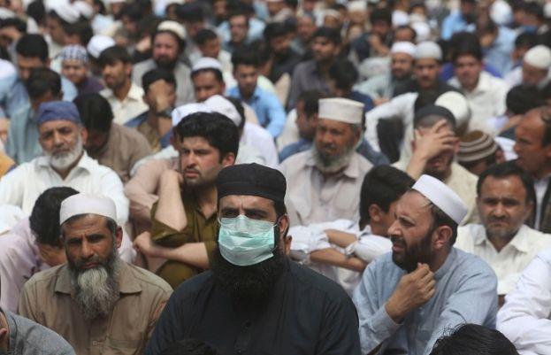 ماسک نہ پہنے پر پشاور میں50 سے  افراد کو گرفتار کرلیا