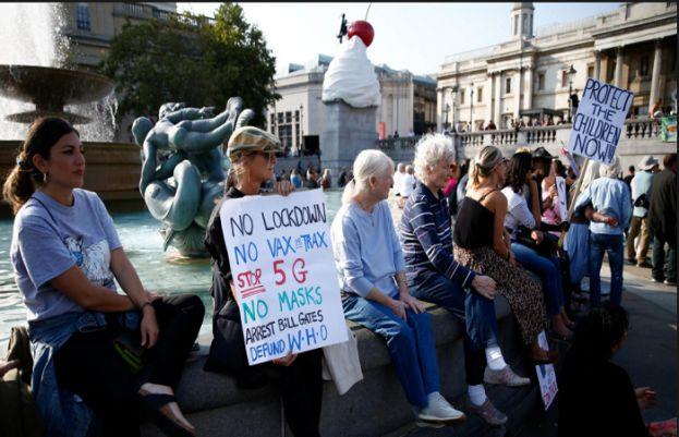 لندن میں سیکڑوں افراد کورونا کے دوسرے متوقع لاک ڈاؤن کے خلاف سڑکوں پر آگئے