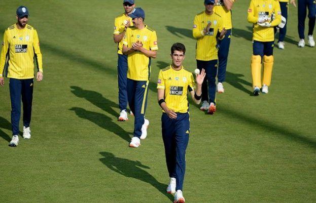 شاہین شاہ آفریدی ٹی ٹوئنٹی کرکٹ میں 4 گیندوں پر 4 وکٹیں حاصل کرنے والے پہلے پاکستانی بولر بن گئے۔