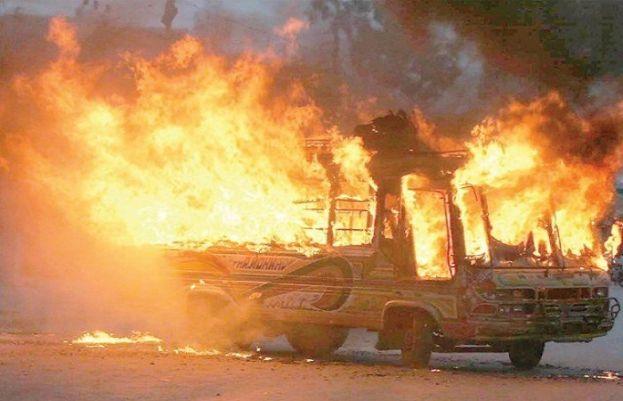 خضدار، مسافر کوچ میں آگ لگنے سے 5 افراد جاں بحق