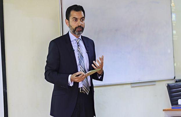 اسٹیٹ بینک کے گورنر ڈاکٹر رضا باقر