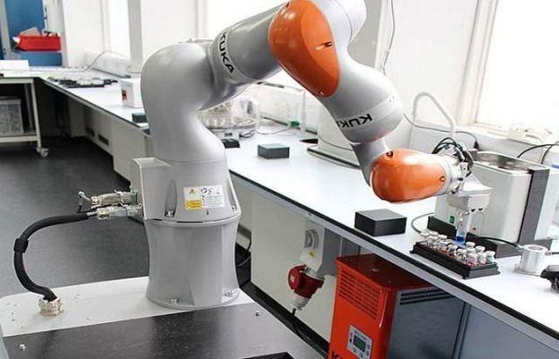 یونیورسٹی آف لیورپول کے اس روبوٹ کی قیمت اگرچہ ایک لاکھ برطانوی پاؤنڈ ہے