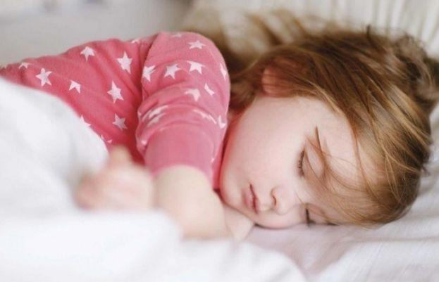 نیند کی کمی بچوں اور نوجوانوں کی ذہنی صحت کو متاثر کرنے کا باعث بن سکتی ہے۔