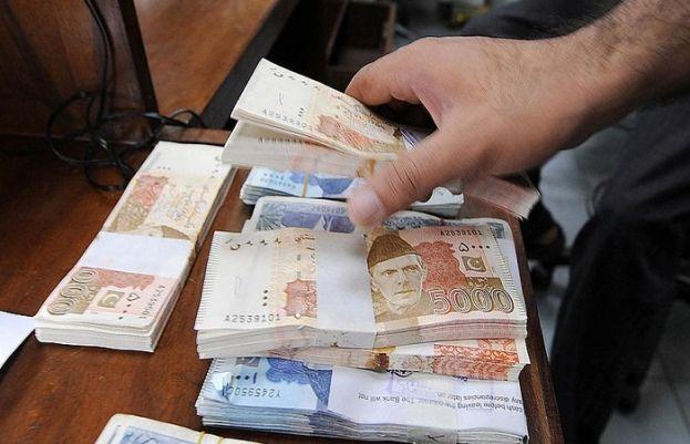 وزارت خزانہ نے نئی دستاویز جاری کی ہے جس کے مطابق گزشتہ 2 سالوں میں حکومتی قرض میں 45 فیصد اضافہ ہوا ہے۔