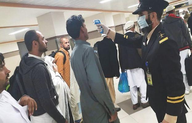 پشاور ایئرپورٹ پر بیرون ملک سے آنے والے 24 مسافروں میں کورونا کی تصدیق